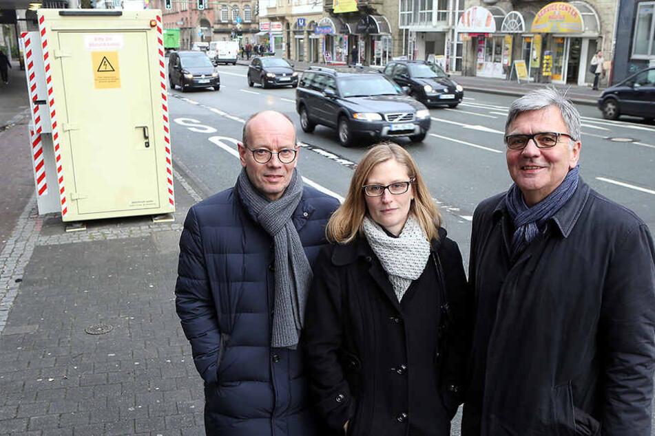 Thomas Kunz, Daniela Becker und Wolfgang Borgert von Handel, Industrie und Handwerk haben für den Container gekämpft.