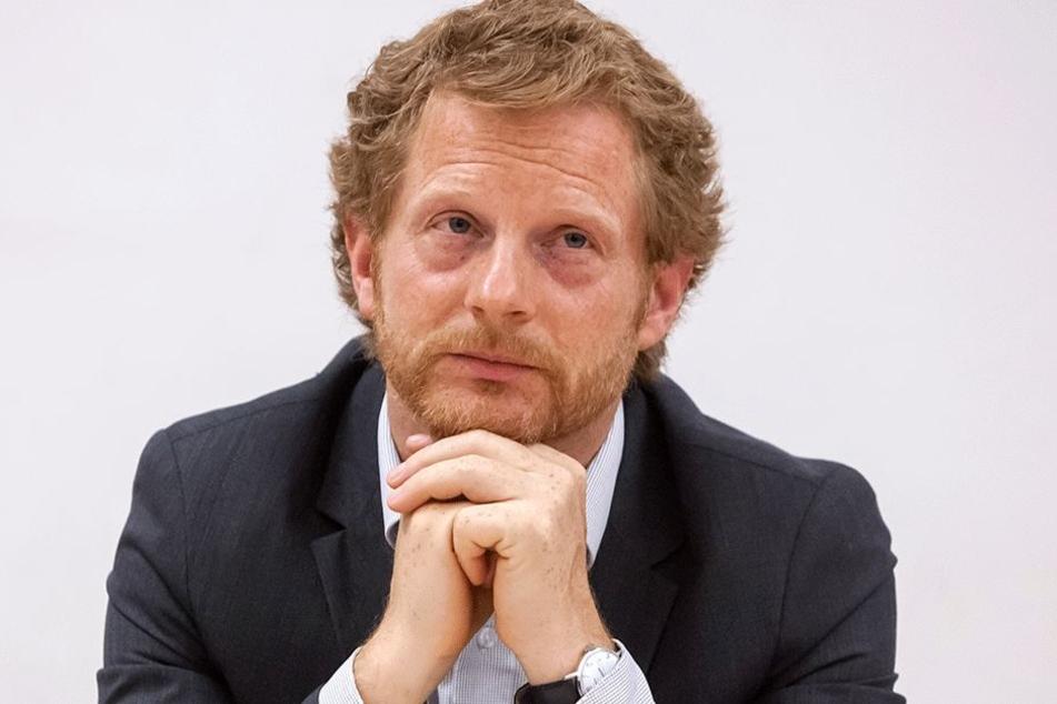 Baudezernent Michael Stötzer (44, Grüne) operiert mit einem zehn Jahre alten  Straßenbericht.