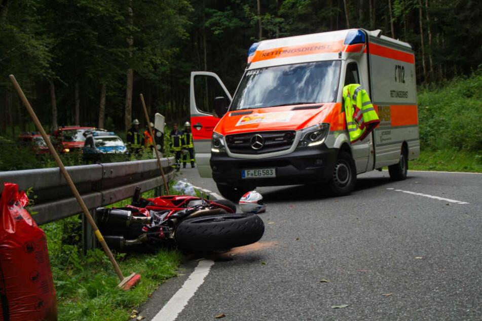 Der Kradfahrer war so schwer verletzt, dass er noch vor Ort starb.