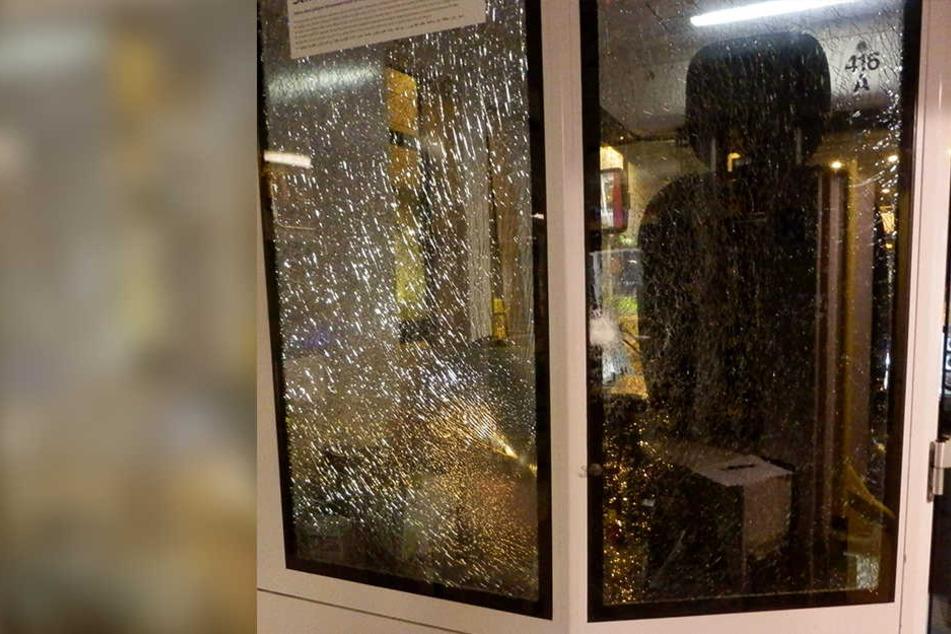 Zugbegleiter mit zerbrochener Flasche angegriffen