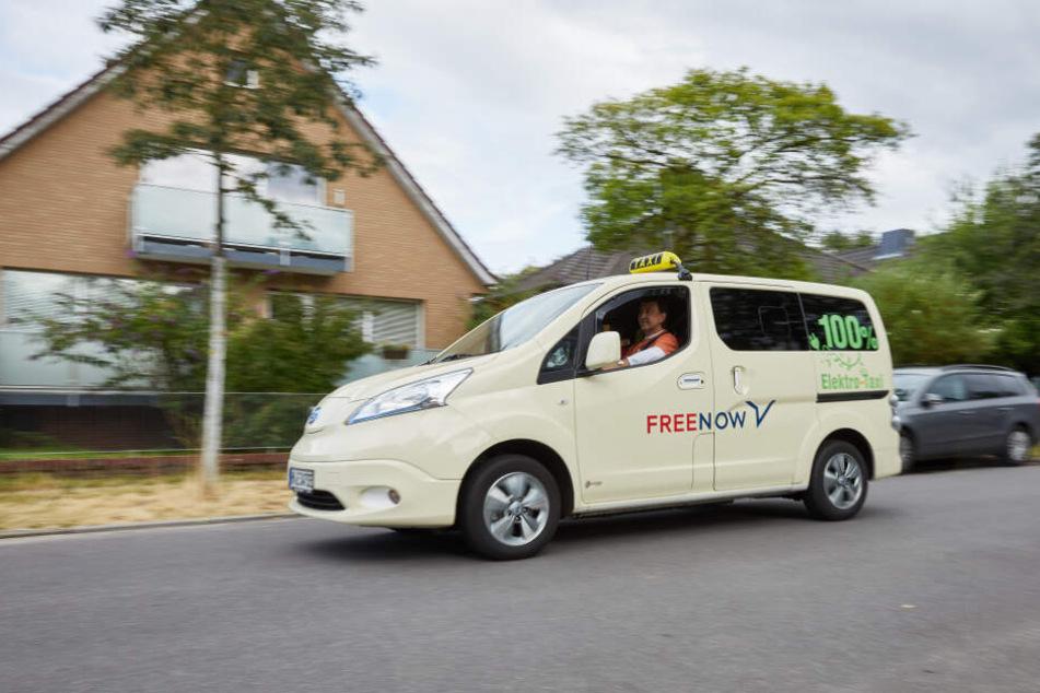 Der Taxi-Unternehmer Khmelevskyy ist der einzige Besitzer eines vollelektrischen Taxis in Hamburg.