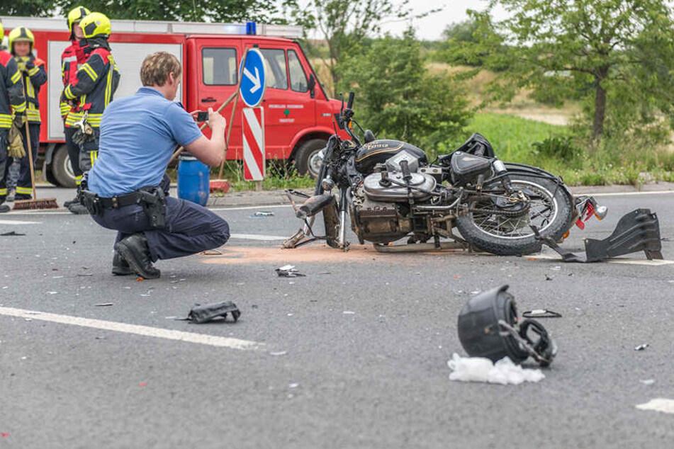 Heftiger Crash: Motorradfahrer schwer verletzt