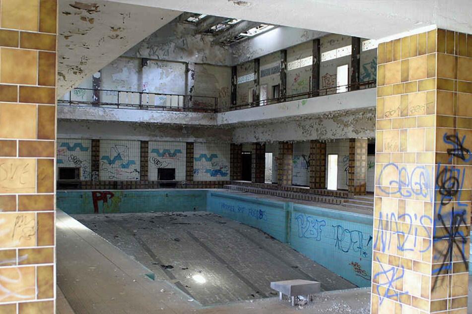Das denkmalgeschützte Bad ist bereits seit 1994 geschlossen und dem Verfall preisgegeben.