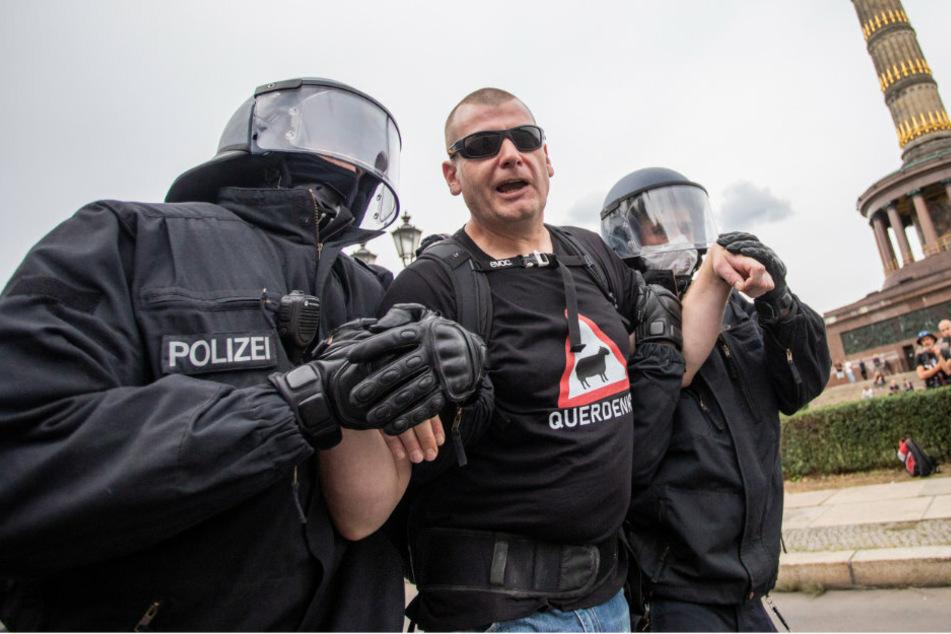 Polizei löst unerlaubte Ansammlung an Berliner Siegessäule auf