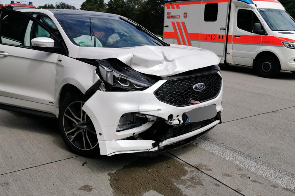 Der Blick auf eines der beschädigten Wagen.