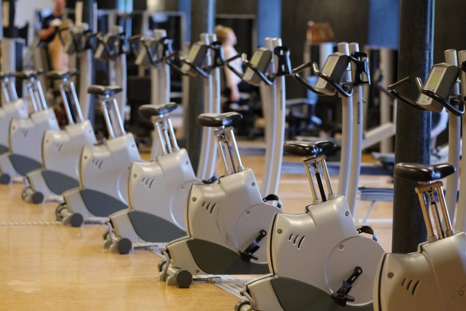 Angesichts neuer Corona-Regeln im Südwesten rechnen Fitnessstudios mit weiteren Einbußen. (Symbolbild)