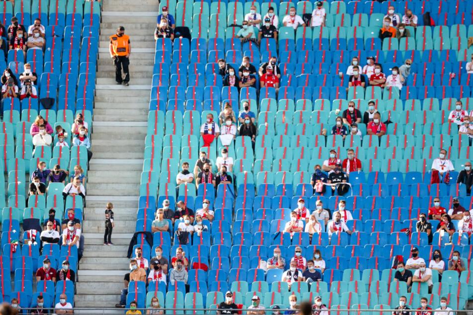 Dank eines Hygienekonzeptes konnten bereits zu Beginn der Saison einige Zuschauer ihre Mannschaft im Stadion unterstützen. (Archivbild)