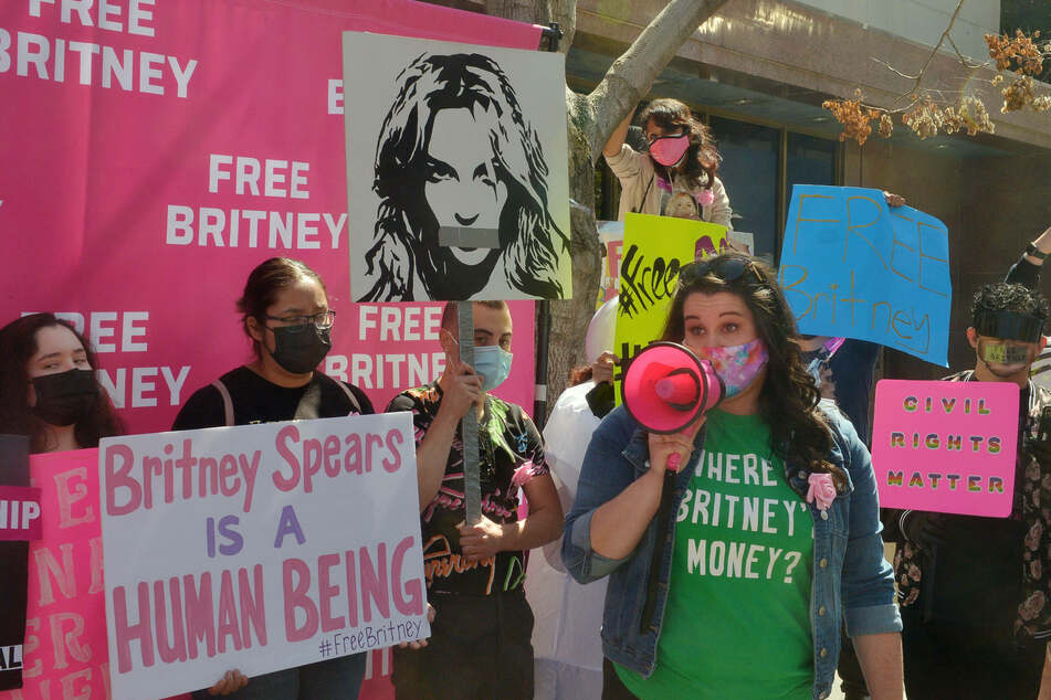 #FreeBritney supporters show up in droves for latest conservatorship hearing