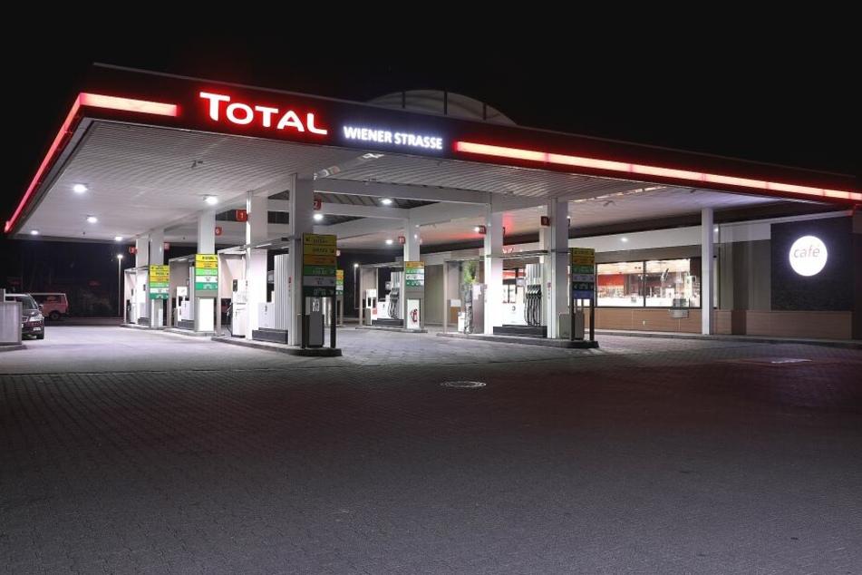 Dieses Mal wurde die Tankstelle an der Wiener Straße in Dresden von einer Frau überfallen.