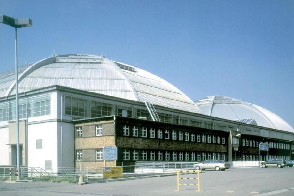 Eine der beiden Kohlrabizirkus-Hallen soll in eine Eishalle umfunktioniert werden.