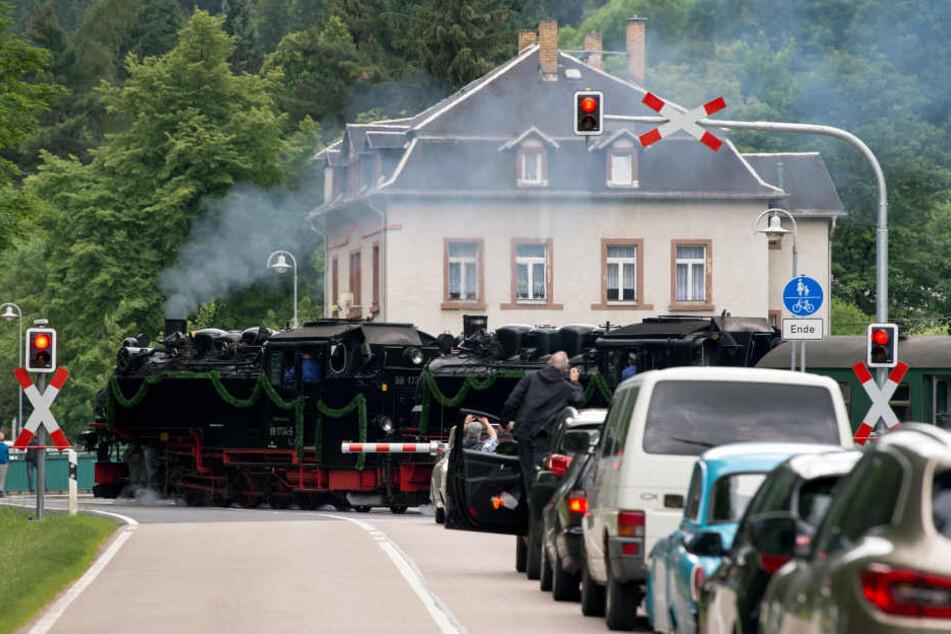 Bei einer Fahrt mit der Schmalspurbahn wurde der Schüler verletzt.