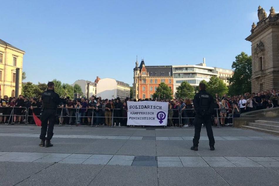 Zahlreiche Gegendemonstranten sammelten sich vor dem Bundesverwaltungsgericht.