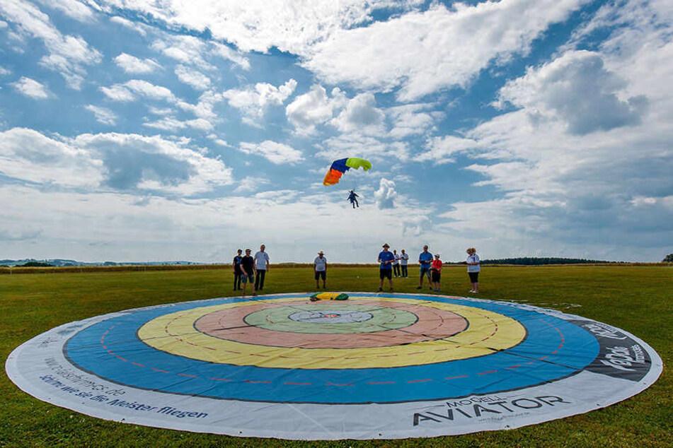 Der Zielkreis am Boden: Für eine Top-Wertung ist weniger als ein Meter Abweichung vom Kreis-Mittelpunkt notwendig.