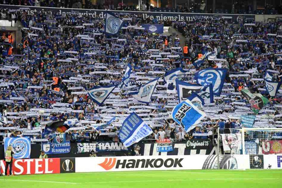 Während des Spiels gaben die Schalker Fans Vollgas.