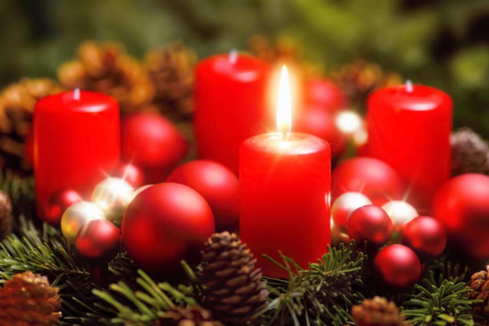 Bei Alice Schwarzer brennen schon ab dem ersten Advent alle vier Kerzen (Symbolbild).