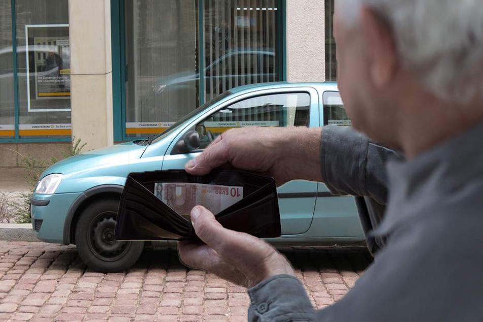 Opa lebt seit über zwei Jahren in seinem Opel Corsa