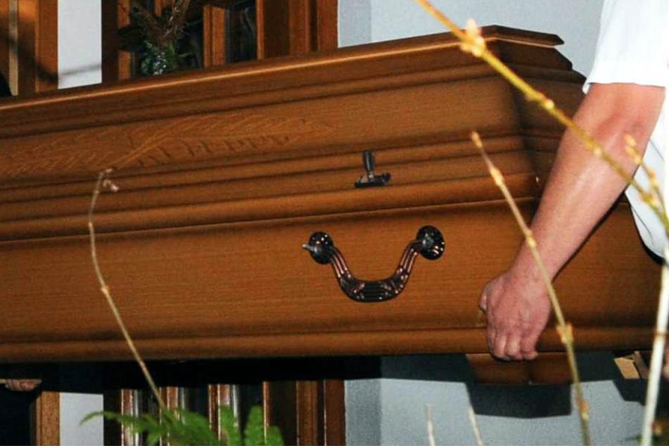 Der Notarzt konnte nur noch den Tod des Mannes feststellen (Symbolbild).
