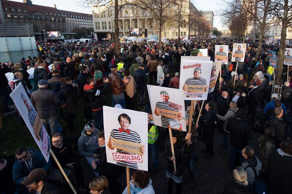 """Schulleiterin nimmt an """"Querdenken""""-Demo in Leipzig teil: Droht ihr jetzt mächtig Ärger?"""
