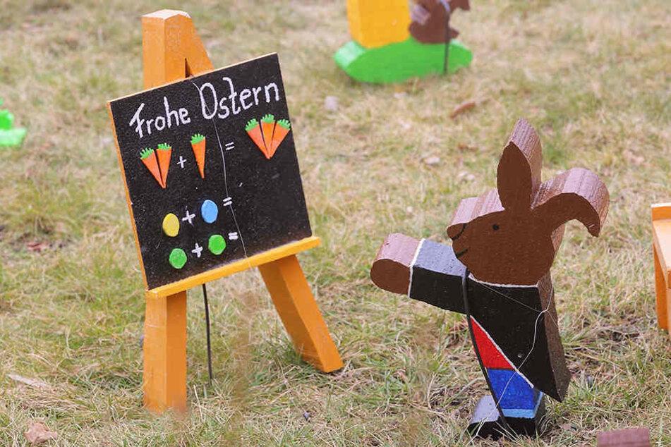 Die Osterfreunde haben über 110 Hasen gebastelt. Auch eine Langohr-Schule können Gäste bestaunen.