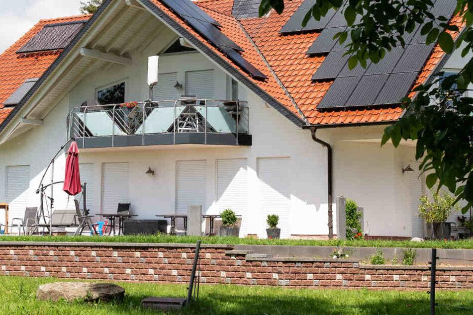 Walter Lübcke war auf der Terrasse seines Hauses im nordhessischen Wolfhagen-Istha erschossen worden.