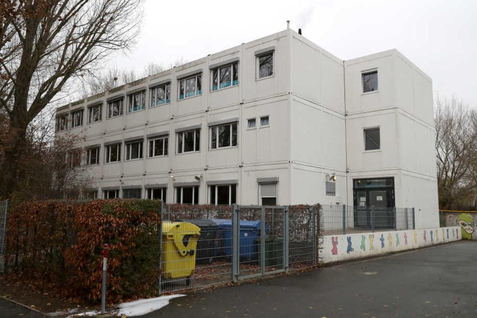 In der Außenstelle der Ludwig-Erhard-Schule brach das Feuer aus. (Archivbild)