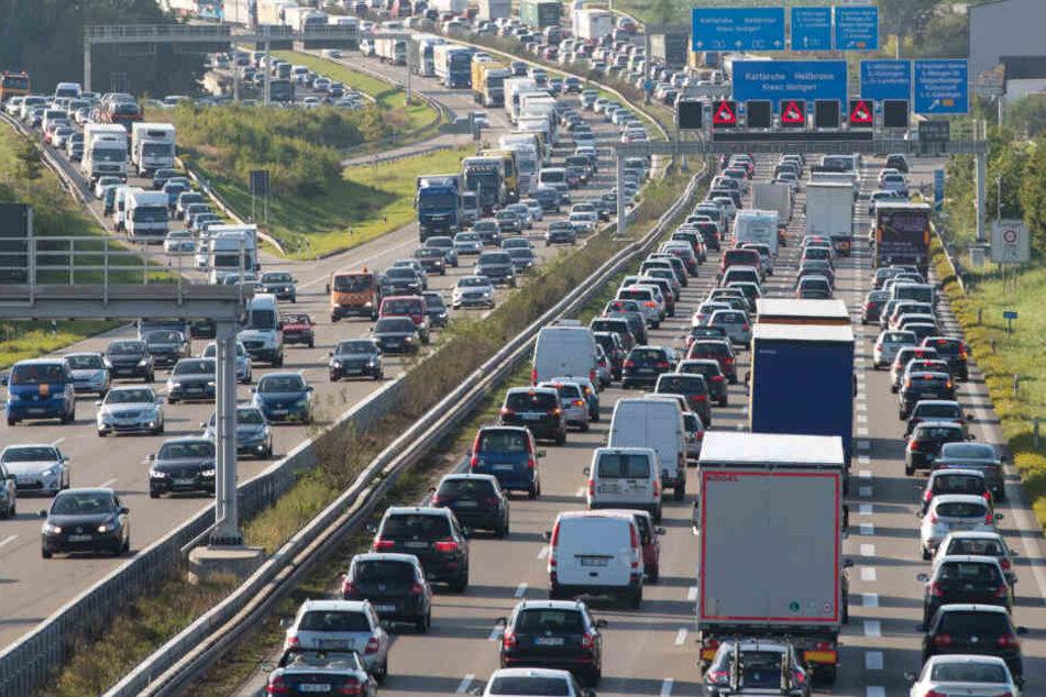 Volle Autobahnen und Stau: Dieses Bild dürfte es am Wochenende öfter geben. (Archivfoto)