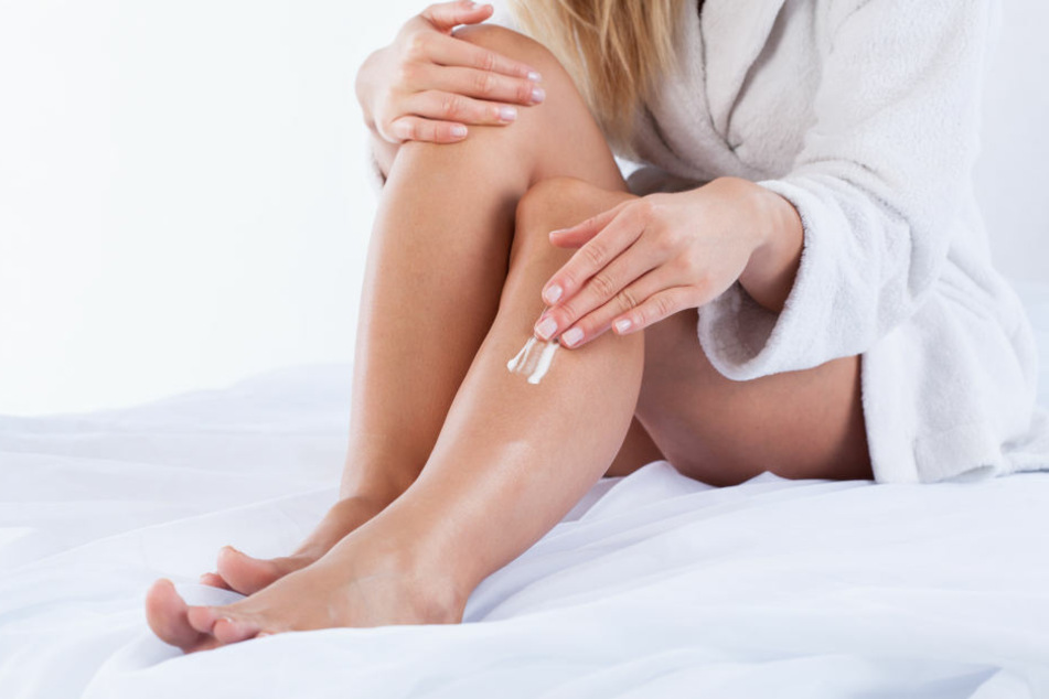Bestimmte Cremes können als Hausmittel gegen Mückenstiche zum Einsatz kommen.
