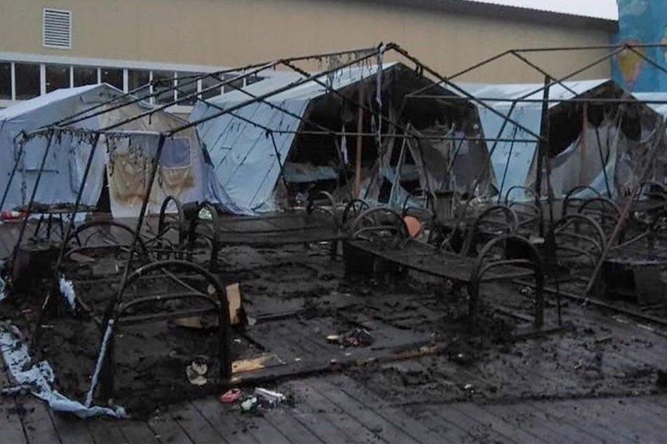 Blick auf das von den Flammen zerstörte Ferienlager nahe der russischen Großstadt Chabarowsk.