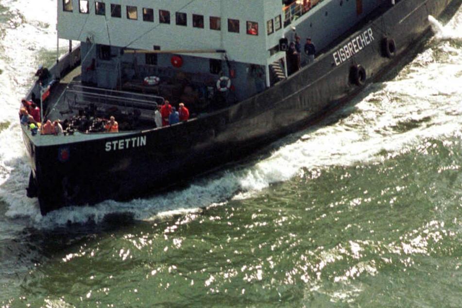 """Der Eisbrecher """"Stettin"""" und eine finnische Frachtfähre kollidierten bei der Hanse Sail am Samstagvormittag."""