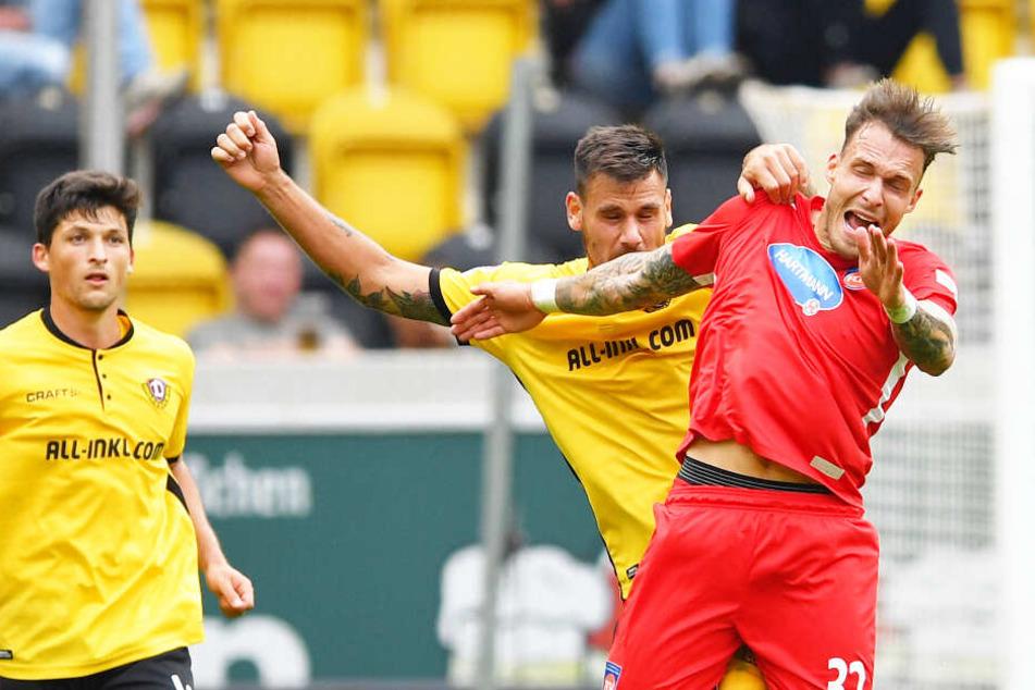 Schmidt (rechts) im August 2018 beim Spiel gegen Dynamo. Damals trug er noch das Heidenheim-Trikot.