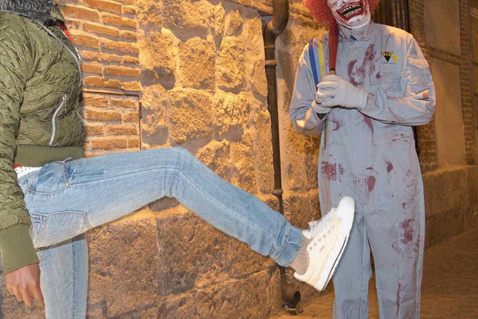 Das Opfer wehrte sich mit einem platzierten Schlag ins beste Stück des Horror-Clowns (Symbolbild).