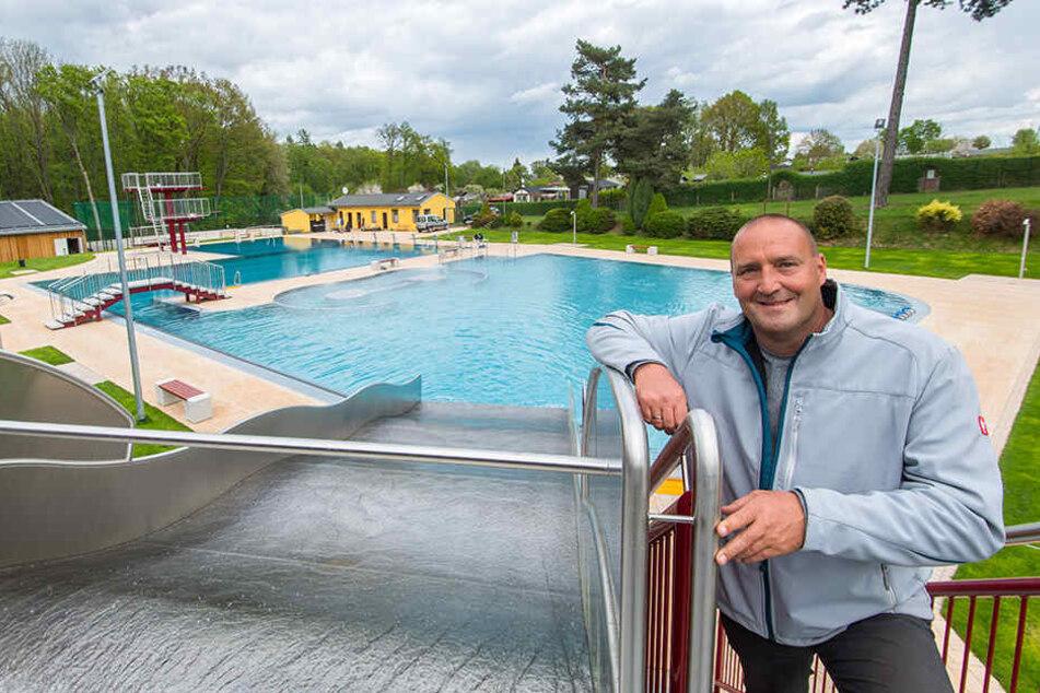 """Bäderchef Dirk Schuler (42) plant neue Investitionen für das """"Limbomar"""" und """"Sonnenbad""""."""