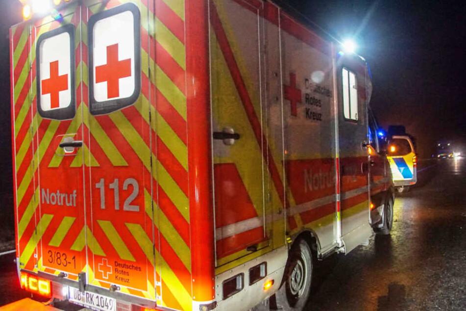 Der Rettungsdienst brachte den Mann in ein Krankenhaus.