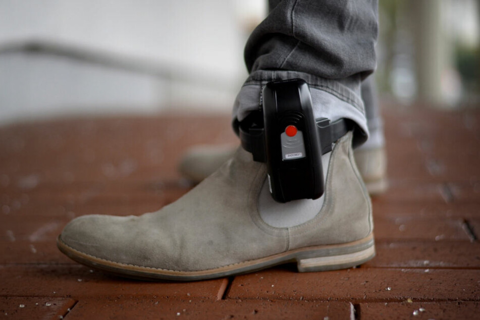 Widerstand gibt es auch gegen die elektronische Fußfessel.