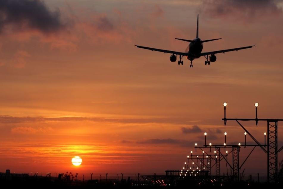 In Erfurt musste ein Flugzeug seinen Landeanflug unterbrechen. (Symbolbild)
