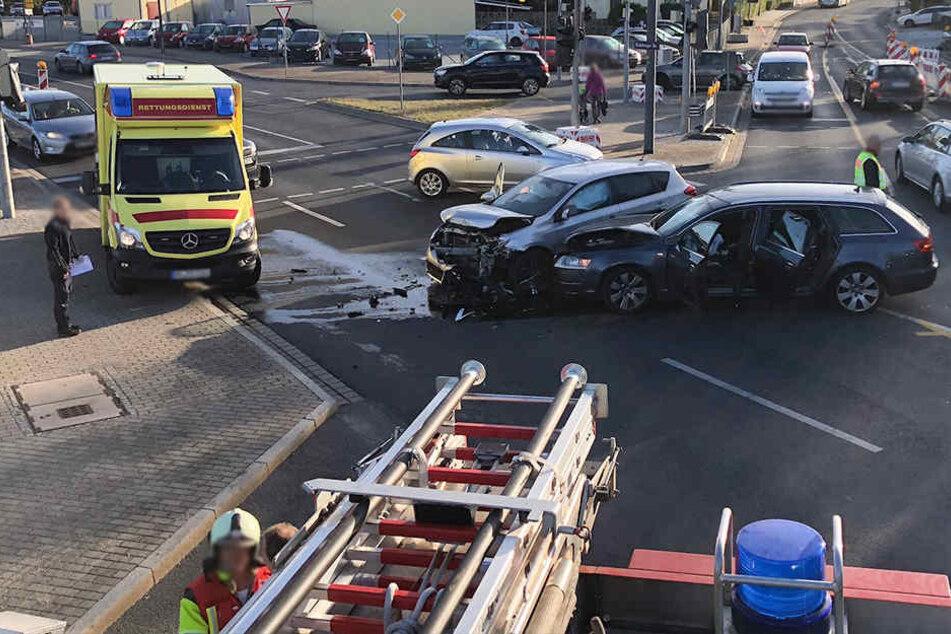 Beide Fahrer mussten mit einem Krankenwagen in eine Klinik gebracht werden.