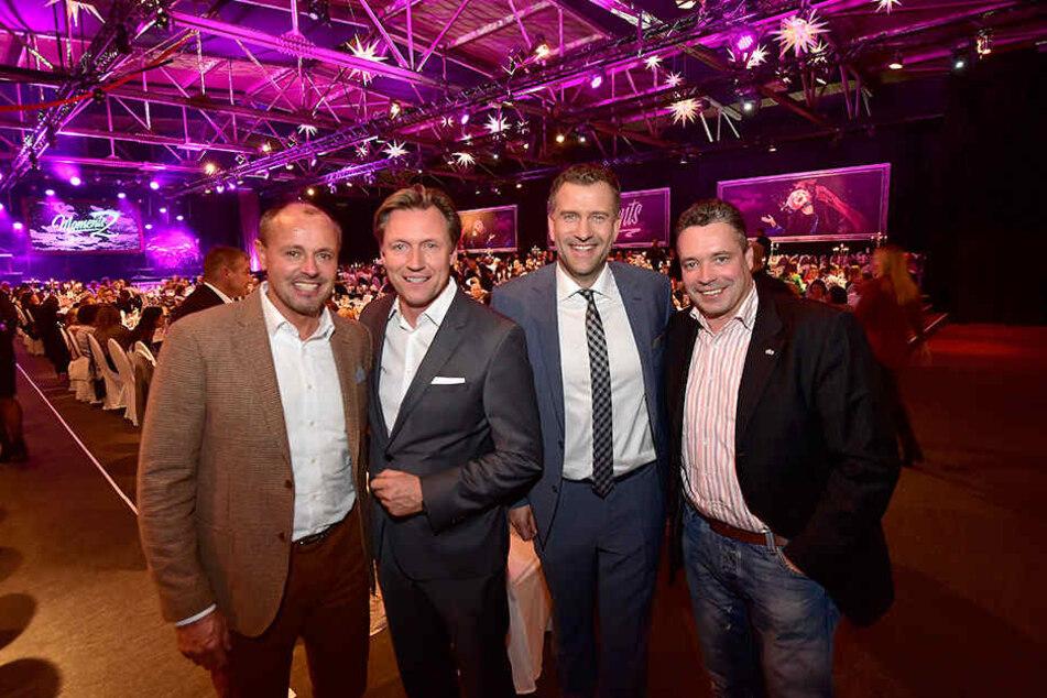 """Der ehemalige Leichtathlet Jens Carlowitz (54), Veranstalter Mirco Meinel (45), Fernsehmoderator René Kindermann (43) und der ehemalige Radsportler Jens Fiedler (48 v.l.n.r.) bei der """"Moments 2""""-Premiere."""