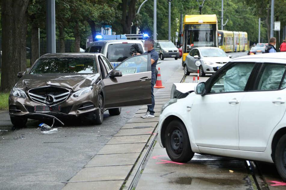 Auf der Meißner Straße krachten zwei Fahrzeuge frontal zusammen.