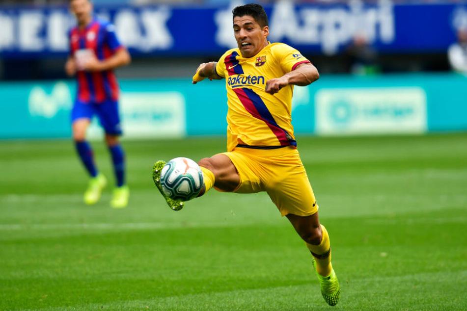 Luis Suarez fehlt dem FC Barcelona nach einer Knieoperation lange.