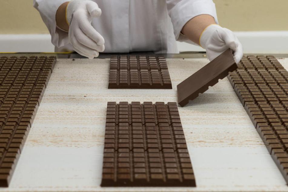 In den Lastwagenbefanden sich je 33 Paletten mit Schokolade in einem Gesammtwert vonetwa 400.000 Euro.