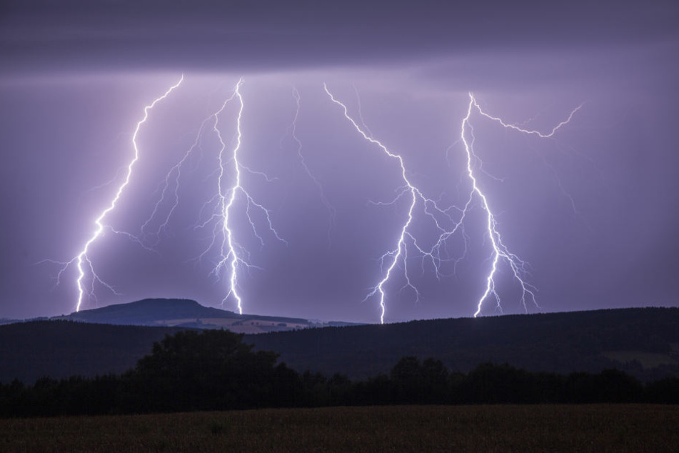 Ein Blitz schlug bei dem Festival ein. (Symbolbild)