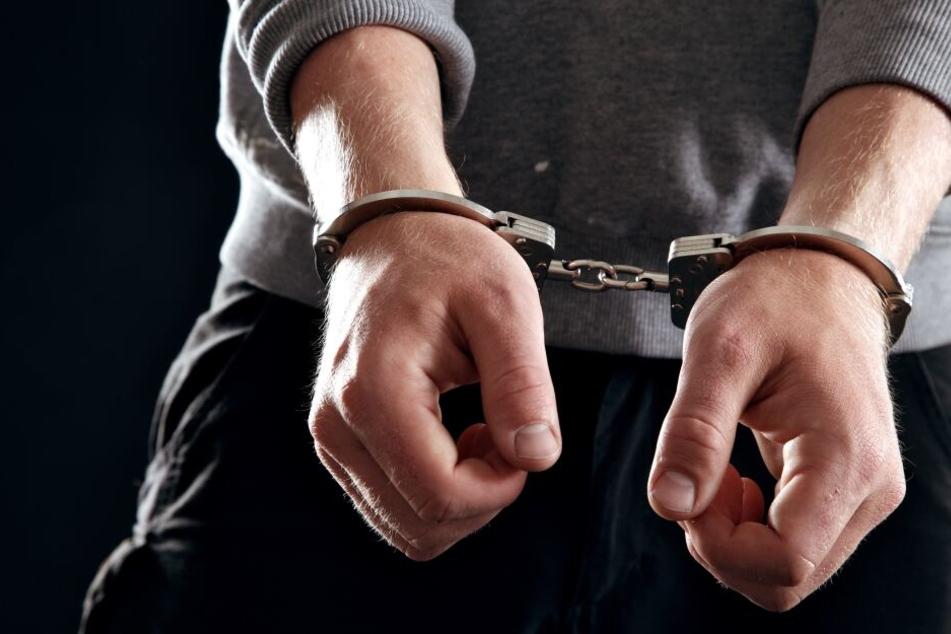 Der 31-Jährige wurde festgenommen und sitzt in Untersuchungshaft (Symbolbild).