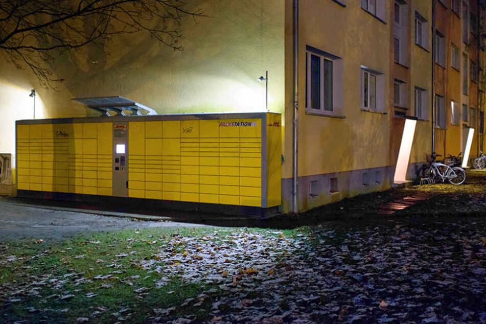 Die DHL-Packstation an der Kantstraße Ecke Roseggerstraße in Potsdam (Brandenburg), in der die Paketbombe aufgegeben wurde.
