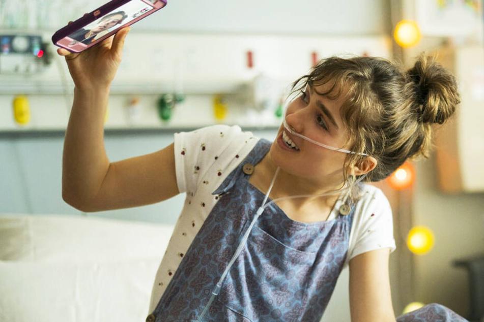 Stella Grant (Haley Lu Richardson) verbringt den größten Teil ihrer Zeit im Krankenhaus.