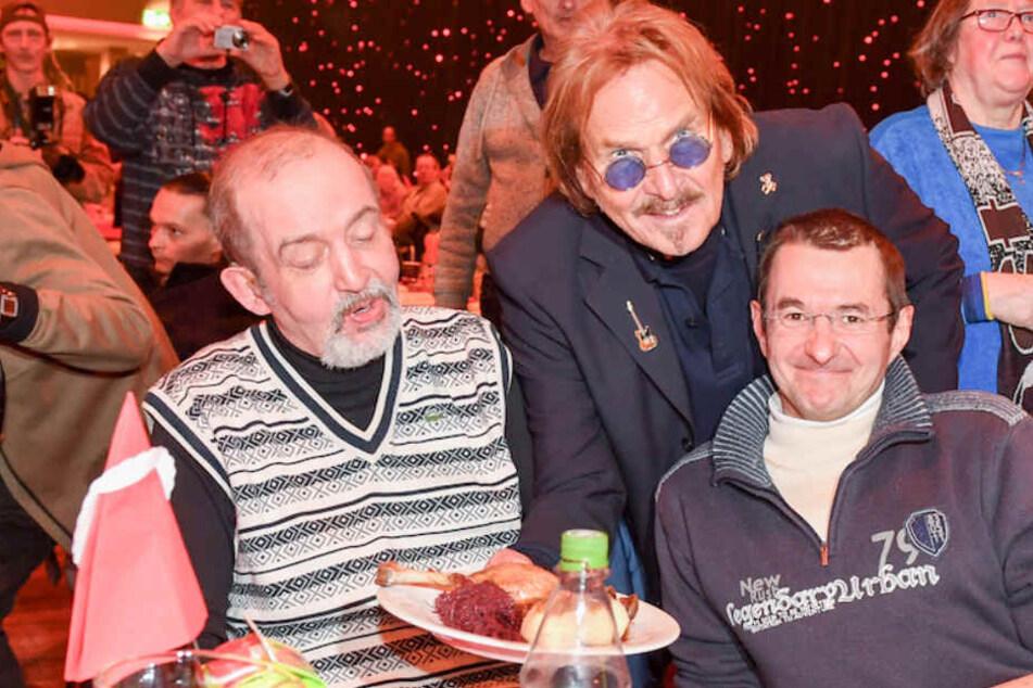 Für 3000 Obdachlose: Kult-Sänger Frank Zander serviert Mega-Weihnachtsessen