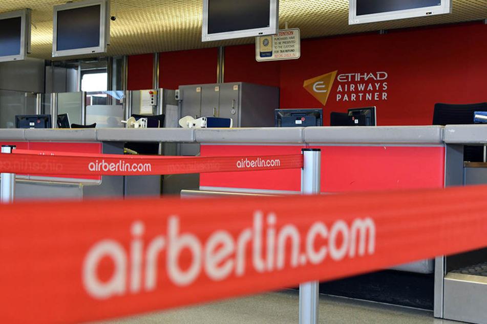 Unbesetzt ist ein Serviceschalter von Air Berlin am Berliner Flughafen Tegel