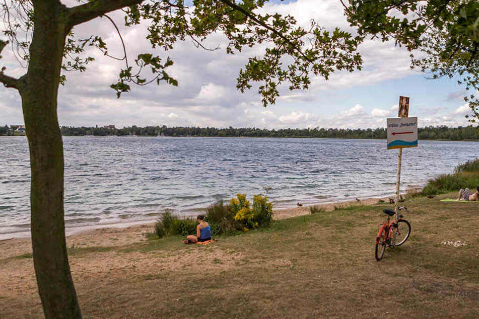 Als die Gruppe junger Männer ans Ufer zurückschwamm, bemerkte sie, dass jemand fehlte (Symbolbild).