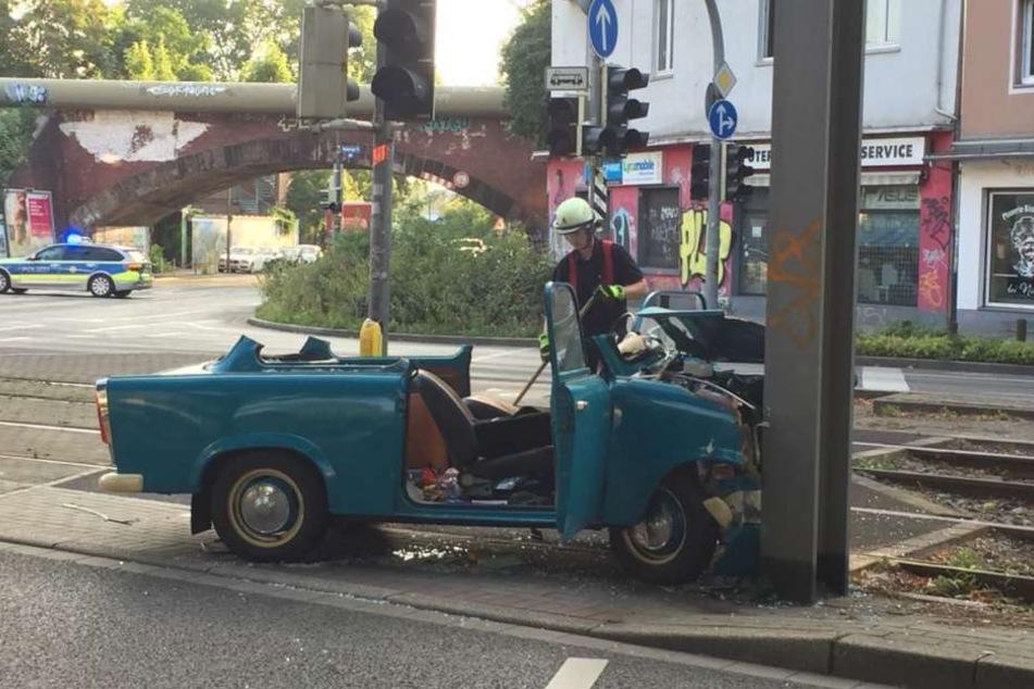 Das Auto war im Anschluss nur noch Schrott.