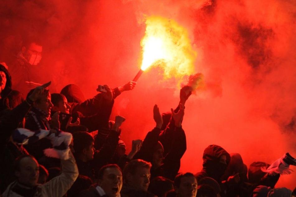 In Indonesien wurde ein Fußball-Fan zu Tode geprügelt. (Symbolbild)