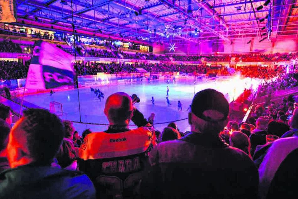 Können sich die Eislöwen in der kommenden Saison die Arena noch leisten? Die Mietverhandlungen mit der Stadt laufen derzeit.